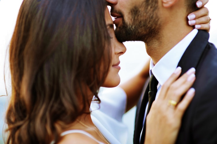 Forehead kiss to reveal immortal love promise